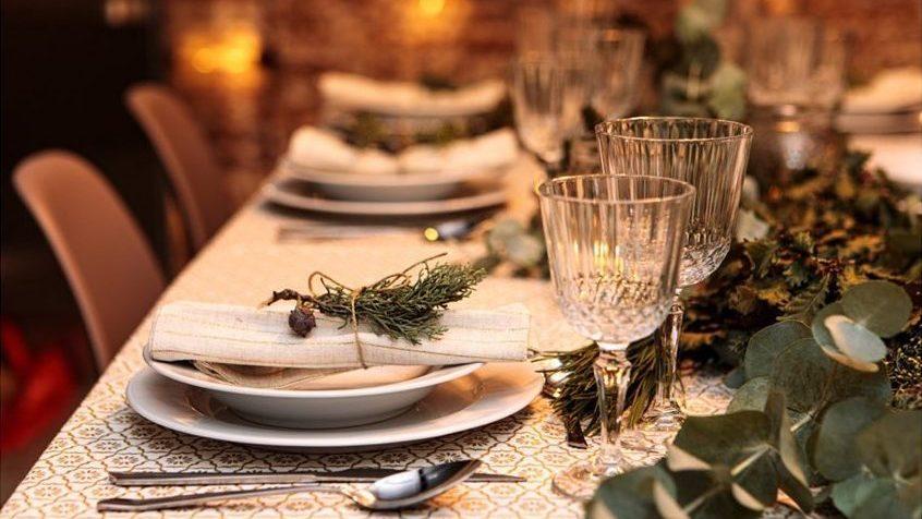 Llévate las claves para combinar elementos y texturas que embellezcan tu mesa y te hagan triunfar en estas fiestas.
